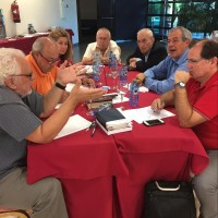 The example of a table group, the Key to getting Influencers to talk and get to know one another and create synergy. At this table is seated a leader from REMAR the Spanish ministry extended to 45+ countries; the President of the Cataluña Counsel Evangelicals that have the vision to plant churches in all unreached areas of Cataluña; Director emeritus of Decision which does evangelistic work all over Spain;  the founder and leader of a fast growing church planting denomination.